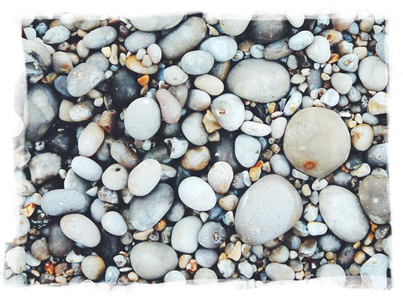 Photo des galets emblématiques de la plage de Fécamp