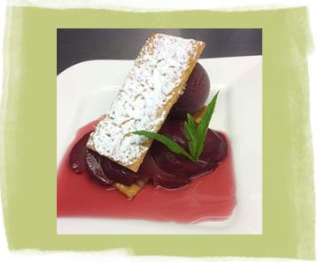 Dessert millefeuilles de poires pochées au vin rouge avec son sorbet de cassis