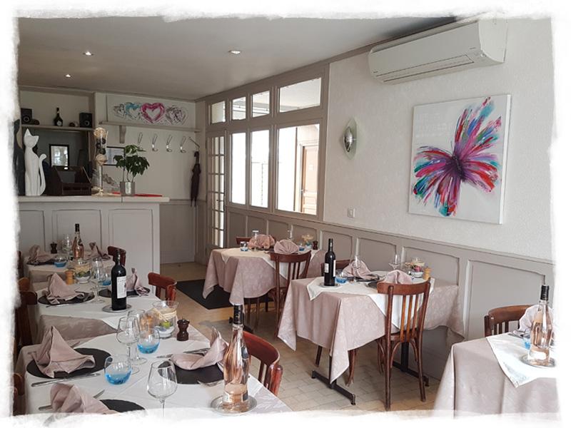 Vue du restaurant de l'hôtel où vous pourrez déguster un repas traditionnel pendant votre séjour professionnel